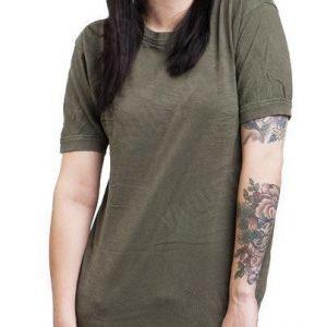 BW T-paita oliivinvihreä ylijäämä tyttökuvalla