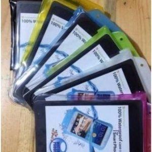 DiCAPac WP-C20i vedenpitävä suojapussi älypuhelimelle useita värejä