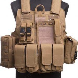 Mil-Tec CIRAS-taisteluliivi taskuilla