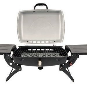 Outwell Roast Gas BBQ retkikaasugrilli sivupöydillä