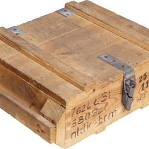 Puolalainen pieni puulaatikko ylijäämä