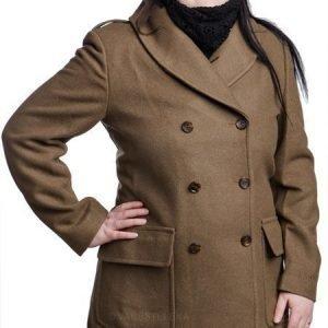 Särmä Classic Mackinaw villakangastakki ruskea tyttökuvalla