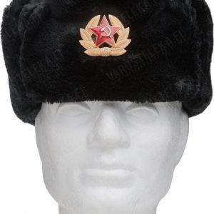 Venäläinen karvahattu neukkukokardilla musta
